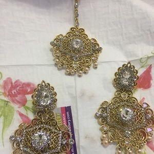 Earrings with tikka